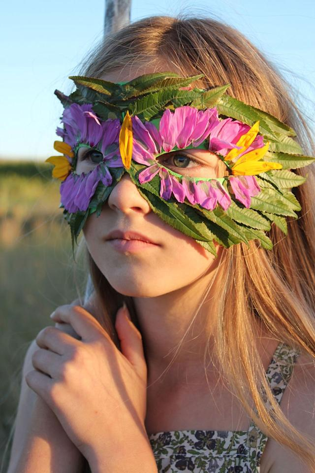 Make This Beautiful Mask With Your Favorite Color Flower Petals