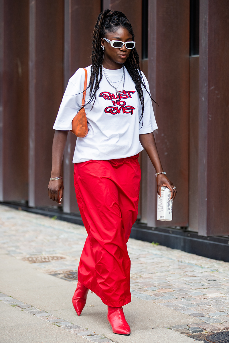 <p>Inject casual 'cool' into your outfit with slouchy-fit items like logo tees and retro framed sunglasses.</p>