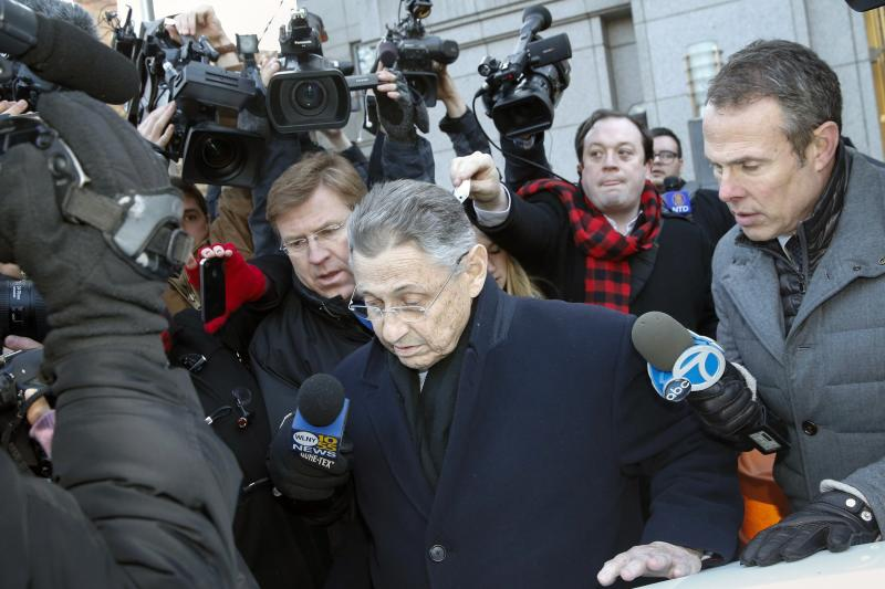 New York Assembly Speaker Sheldon Silver leaves the federal court in New York January 22, 2015. Sheldon, one of the state's most powerful Democrats for more than two decades, was charged on Thursday with fraud, conspiracy to commit fraud and other criminal counts after a lengthy corruption investigation, federal authorities said. REUTERS/Shannon Stapleton (UNITED STATES - Tags: POLITICS CRIME LAW)