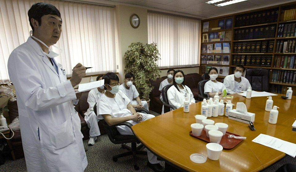 Professor Joseph Sung Jao-yiu (left) speaks at a daily meeting for medical staff at Prince of Wales Hospital during the Sars outbreak of 2003. Photo: Dustin Shum