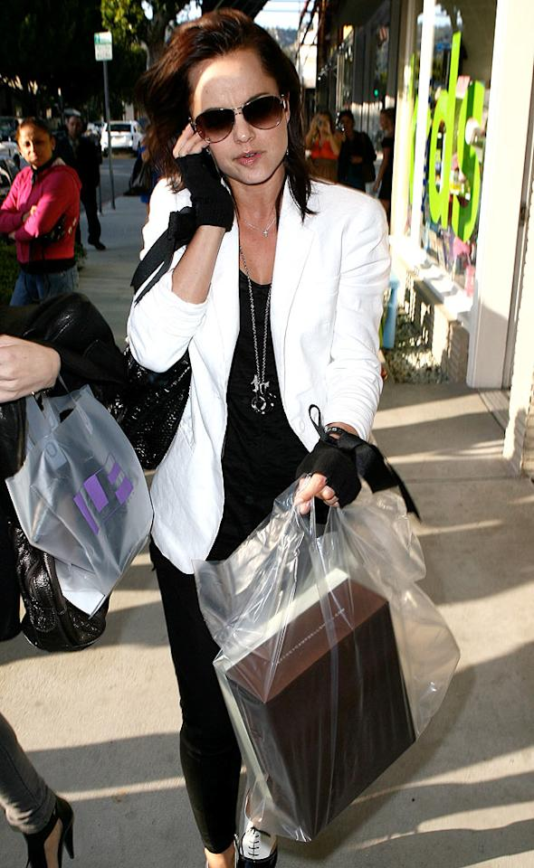 "Also on Robertson -- and looking rather nonplussed by the paparazzi -- was actress Mena Suvari, who seemed to have had a successful day of retail therapy. Ice-BB-Ivon-Fabio/<a href=""http://www.x17online.com"" target=""new"">X17 Online</a> - March 10, 2010"