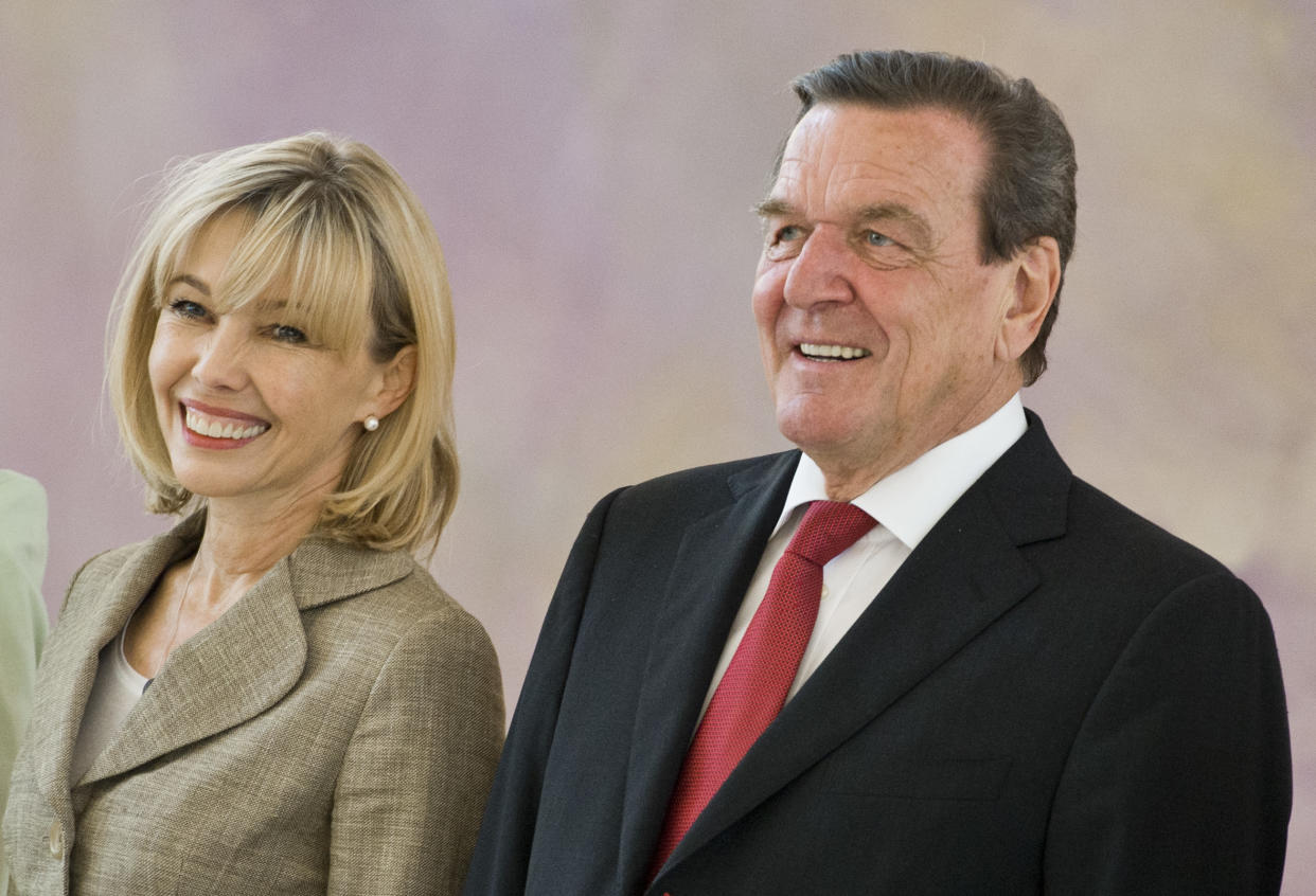 BERLIN, GERMANY - MAY 27: Former German chancellor Gerhard Schroeder and his wife Doris Schroeder-Koepf arrive for a reception in Bellevue Castle (Schloss Bellevue) on the occasion of Schroeders 70th birthday on May 27, 2014 in Berlin, Germany. (Photo by Michael Gottschalk/Photothek via Getty Images)