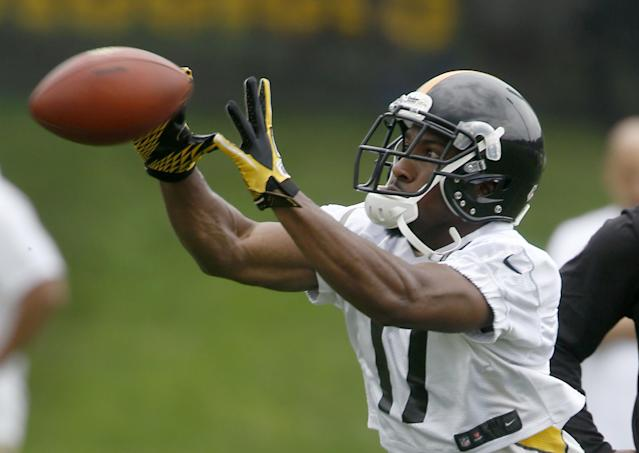 Pittsburgh Steelers wide receiver Markus Wheaton makes a catch during practice at NFL football training camp in Latrobe, Pa., Sunday, July 27, 2014. (AP Photo/Keith Srakocic)