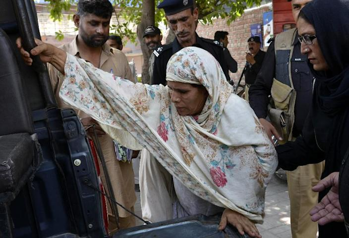 Perveen Bibi (C) was sentenced to death on murder and terrorism charges for the 'honour killing' of her daughter, Zeenat Bibi (AFP Photo/Arif Ali)