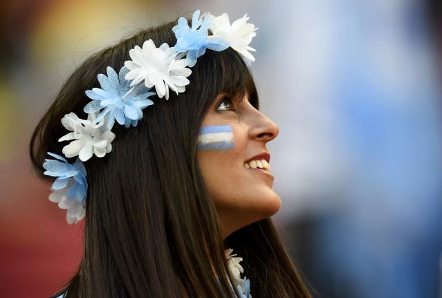 An Argentina fan smiles before the team's 2014 World Cup quarter-finals against Belgium at the Brasilia national stadium in Brasilia July 5, 2014. REUTERS/Dylan Martinez (BRAZIL - Tags: SOCIETY SOCCER SPORT WORLD CUP)