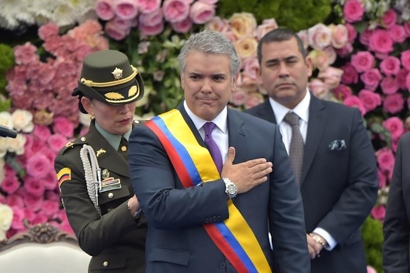 Colombia's President Ivan Duque receives the presidential sash during his inauguration on August 7, 2018 in Bogota (AFP Photo/Raul Arboleda                     )