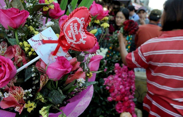 Flower shop owners buy wholesale flowers on the eve of Valentine's Day in Manila on February 13, 2013