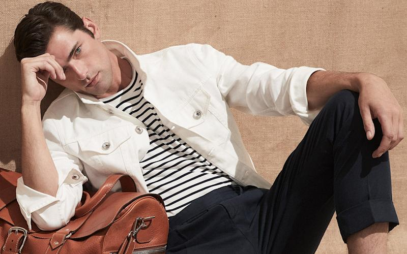 How to get a T-shirt right? Opt for premium cotton and variants with stripes or print, like this version from Brunello Cucinelli's new spring / summer 2020 collection