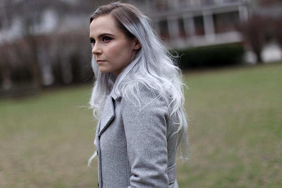 BROOKLINE, MA: Alyssa Mann, 25, poses for a portrait in Brookline, MA on March 25, 2020. Mann was fired from her waitressing job due to the coronavirus pandemic and is worried about paying her bills by the end of the month. (Photo: Suzanne Kreiter/The Boston Globe via Getty Images)
