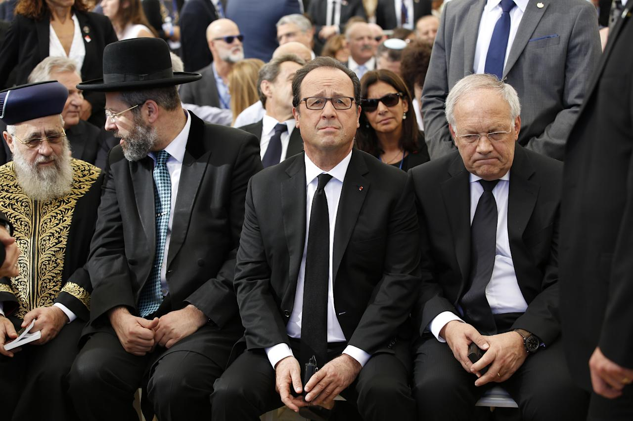 French president Francois Hollande, center, attends the funeral of former Israeli President Shimon Peres in Jerusalem, Friday, Sept. 30, 2016. Peres died at age 93. Shimon Peres was being laid to rest on Friday in a ceremony attended by thousands of admirers and dozens of international dignitaries — in a final tribute to a man who personified the history of Israel during a remarkable seven-decade political career and who came to be seen by many as a potent symbol of hopes of Mideast peace. (Abir Sultan, Pool via AP)