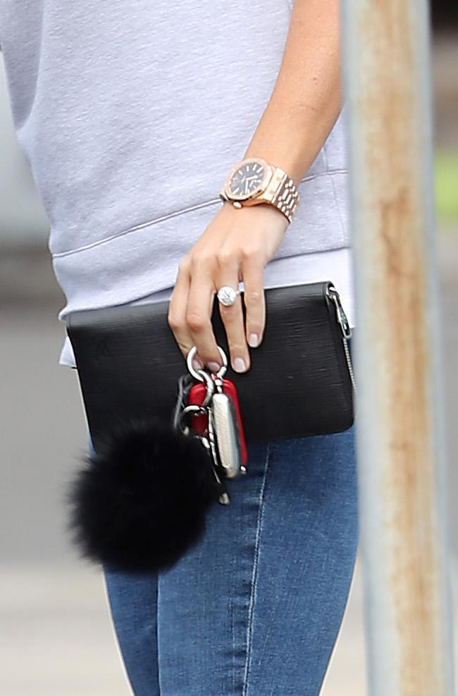 Roxy has got the rock! The MailOnline has reported the diamond ring is worth around $450,000! Wow!