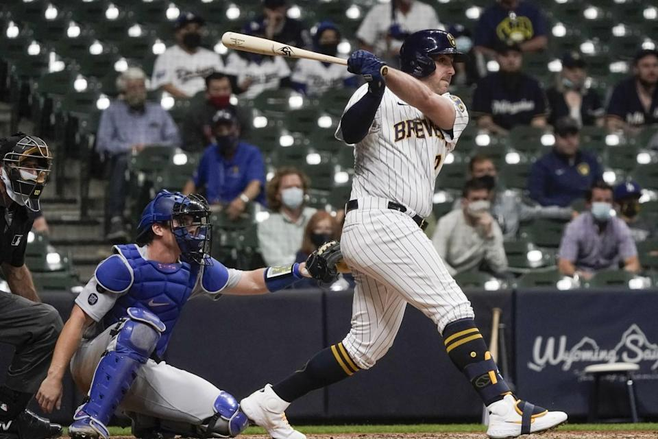 The Brewers' Travis Shaw hits the game-winning RBI single with two outs in the 11th inning.