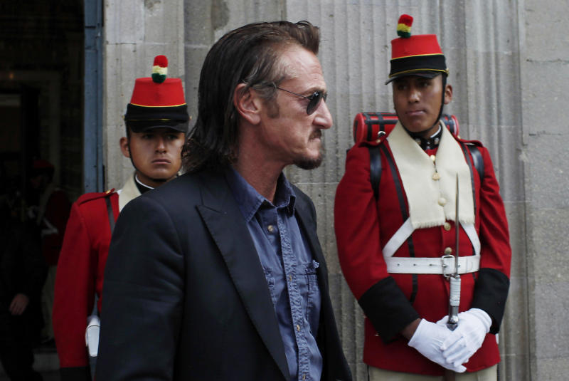 U.S. actor Sean Penn leaves the presidential palace after meeting with Bolivia's President Evo Morales as presidential guards look on in La Paz, Bolivia, Tuesday, Oct. 30, 2012. (AP Photo/Juan Karita)
