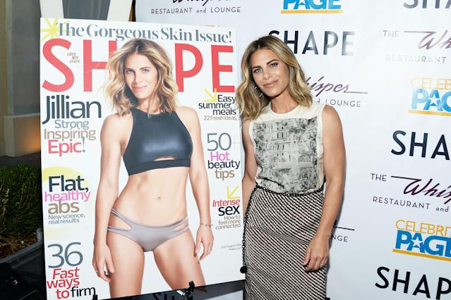 Jillian Michaels with her <em>Shape</em> magazine cover in 2016. (Photo: Getty Images)