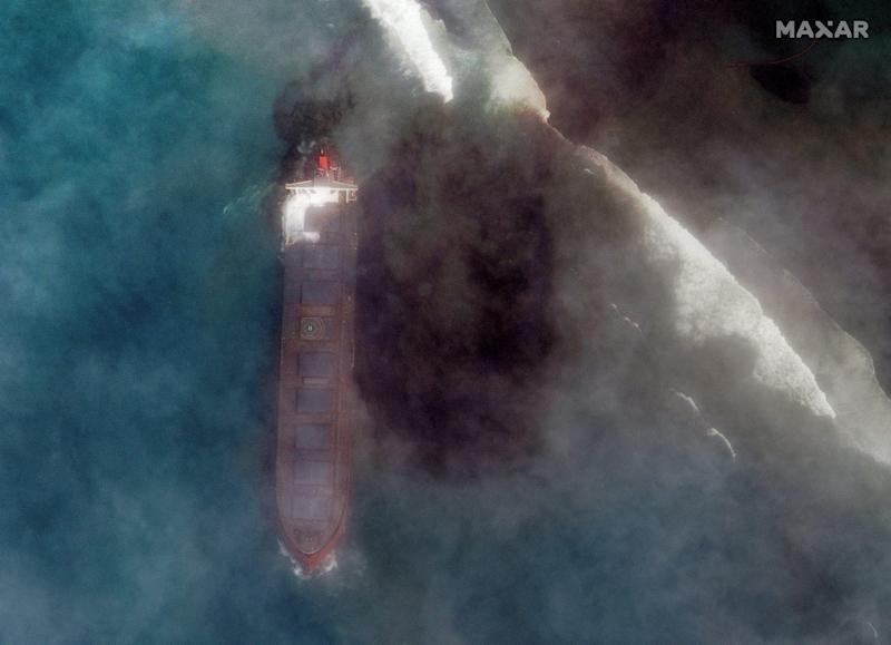 A satellite image shows the bulk carrier ship MV Wakashio and its oil spill after it ran aground off the southeast coast of Mauritius, August 7, 2020. Satellite image ?2020 Maxar Technologies/via REUTERS. ATTENTION EDITORS - THIS IMAGE HAS BEEN SUPPLIED BY A THIRD PARTY. MANDATORY CREDIT. NO RESALES. NO ARCHIVES. MUST NOT OBSCURE WATERMARK