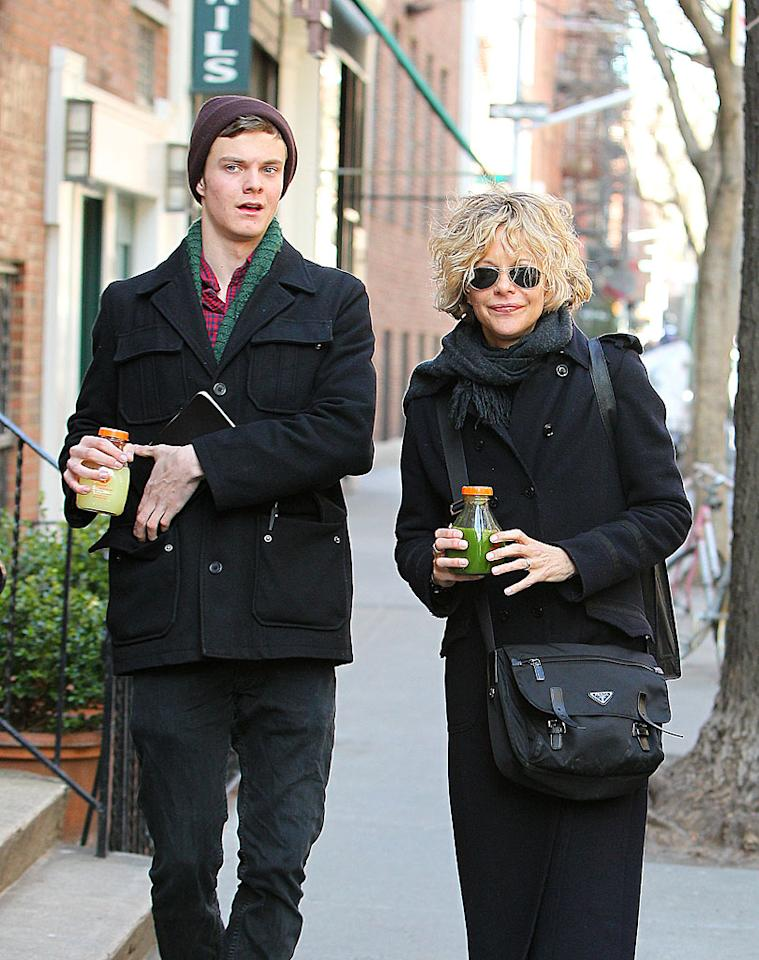 "<p class=""MsoNormal""><span style=""font-size:12.0pt;""><b>Meg Ryan's son Jack: 10 pounds</b><br></span></p>  <p class=""MsoNormal""><span style=""font-size:12.0pt;"">Actors Meg Ryan and Dennis Quaid divorced after 10 years of marriage in 2001, but not before the two had a son, Jack, who weighed a whopping 10 pounds at his birth in 1992! Not surprisingly, Jack grew into one big guy, towering over his 5'8"" mom by the time he was in high school. The now-20-year-old aspires to follow his parents into acting. Audiences can catch him on the big screen for the first time in the blockbuster ""The Hunger Games.""</span></p>"