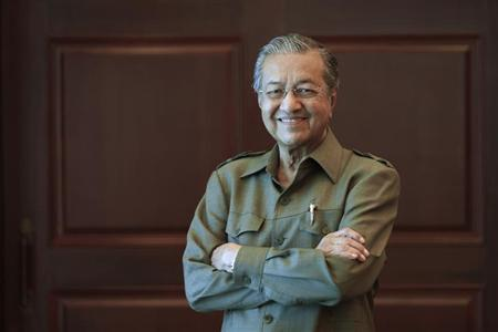Former Malaysian prime minister Mahathir Mohamad poses for a picture after an interview at his office in Kuala Lumpur October 18, 2013.
