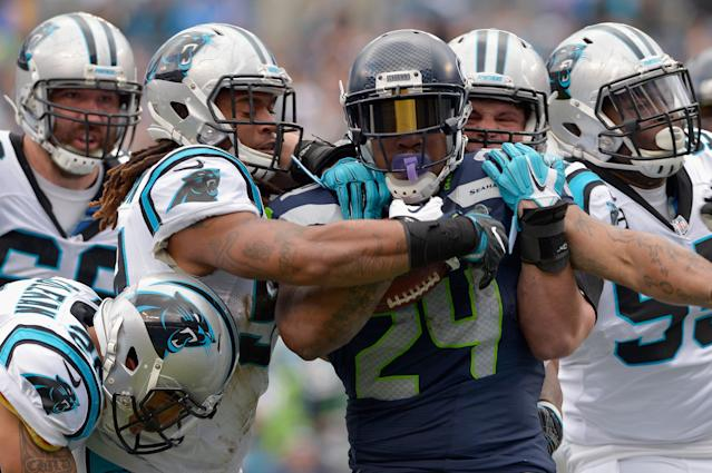 It took a lot of men to bring down Marshawn Lynch. (Getty)