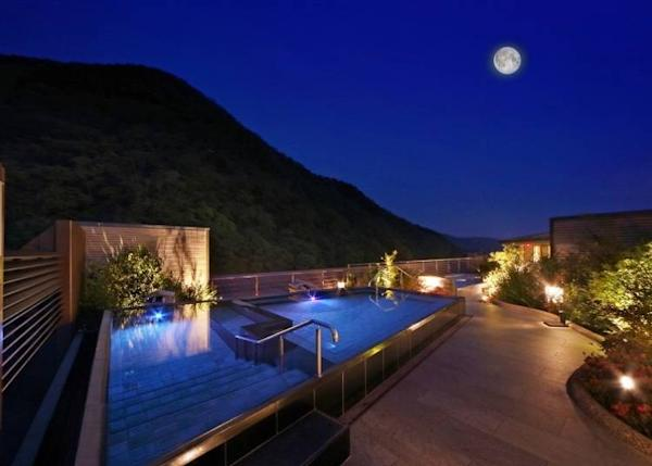 Bathe in pleasure surrounded by beautiful mountains and starry night skies
