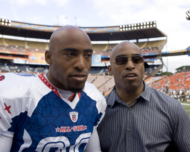 Tiki and Ronde Barber (left) at the Pro Bowl in 2009. (AP)
