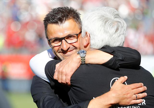 Soccer Football - 2. Bundesliga - SV Sandhausen v Nuremberg - BWT-Stadion am Hardtwald, Sandhausen, Germany - May 6, 2018 Nuremberg coach Michael Kollner celebrates after the match with staff REUTERS/Kai Pfaffenbach DFL RULES TO LIMIT THE ONLINE USAGE DURING MATCH TIME TO 15 PICTURES PER GAME. IMAGE SEQUENCES TO SIMULATE VIDEO IS NOT ALLOWED AT ANY TIME. FOR FURTHER QUERIES PLEASE CONTACT DFL DIRECTLY AT + 49 69 650050