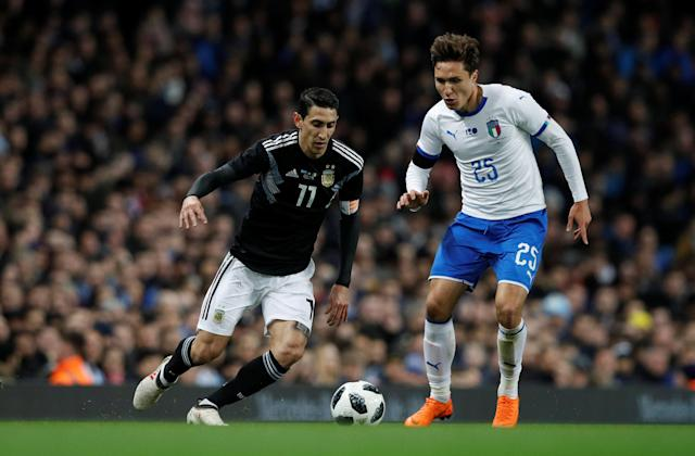 Soccer Football - International Friendly - Italy vs Argentina - Etihad Stadium, Manchester, Britain - March 23, 2018 Argentina's Angel Di Maria in action with Italy's Federico Chiesa REUTERS/Phil Noble