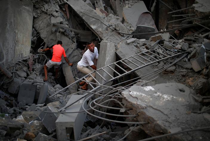 <p>Palestinians inspect a building after it was bombed by an Israeli aircraft, in Gaza City, Aug. 9, 2018. (Photo: Mohammed Salem/Reuters) </p>