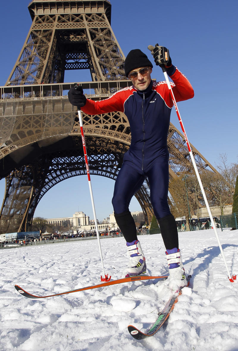 Daniel Lacroix of Chevilly-Larue, practices a skating style of cross-country skiing on the Champs de Mars in front of the Eiffel Tower in Paris, France, Thursday, Dec. 9, 2010 a day after the snow fell on the French capital . (AP Photo/Francois Mori)