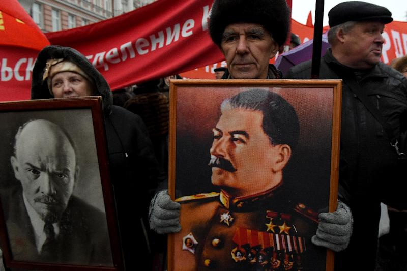 Russian communist supporters carry portraits of the founder of the Soviet Union Vladimir Lenin (L) and Soviet leader Joseph Stalin in Moscow (AFP Photo/Vasily MAXIMOV)