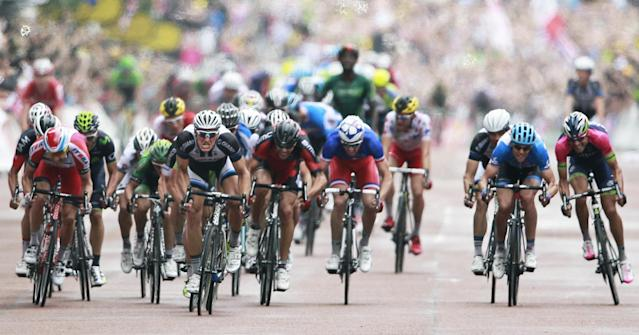 Germany's sprinter Marcel Kittel, center left in black and white jersey, sprints towards the finish line to win the third stage of the Tour de France cycling race over 155 kilometers (96.3 miles) with start in Cambridge and finish in London, England, Monday, July 7, 2014. Right of Kittel is Belgium's Greg van Avermaet, left of Kittel is France's Bryan Coquard. (AP Photo/Peter Dejong)