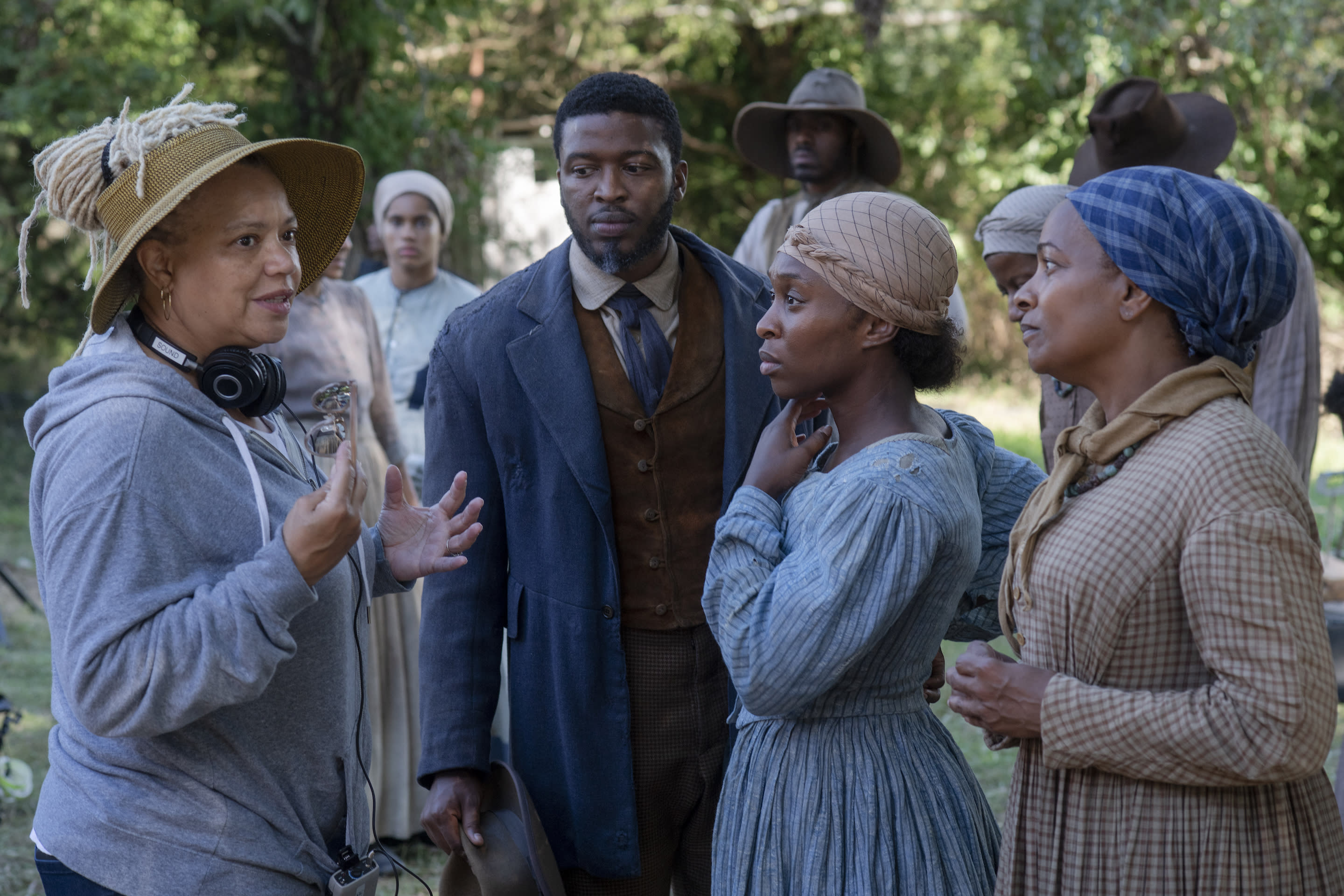 Director Kasi Lemmons with actors Zackary Momoh, Cynthia Erivo and Vanessa Bell Calloway on the set of her film HARRIET, a Focus Features release. Credit: Glen Wilson / Focus Features