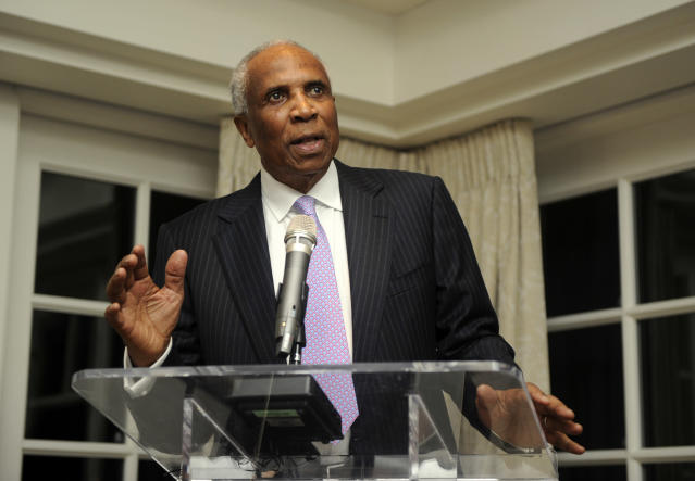 Baseball Hall of Famer Frank Robinson dies at 83. (AP)