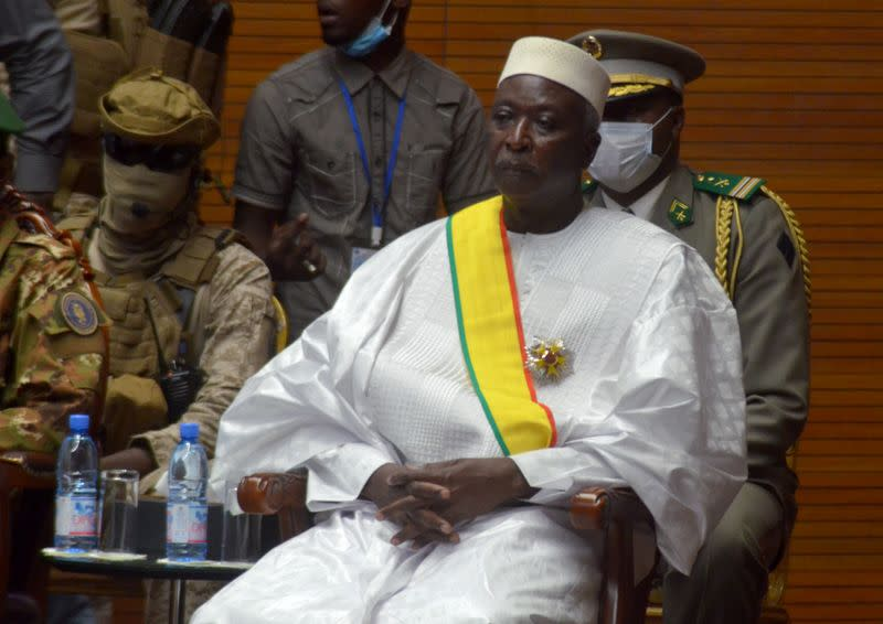 Retired colonel sworn in as Mali interim president after coup