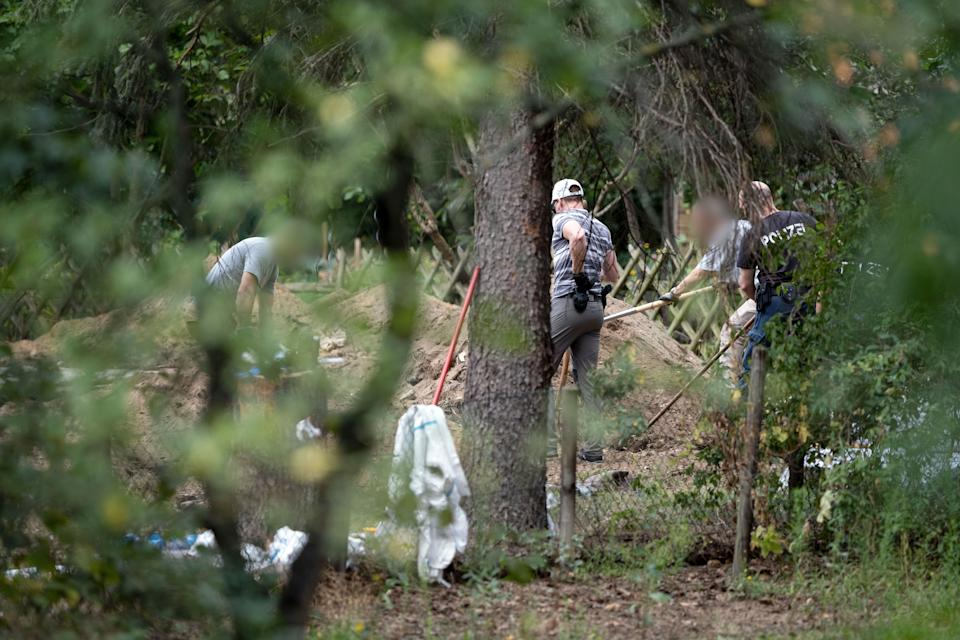 28 July 2020, Lower Saxony, Seelze: Police officers are searching an allotment garden plot. In the case of the missing Maddie McCann, police have begun searching an allotment garden plot in Hanover. Photo: Peter Steffen/dpa - ATTENTION: People were pixelated for legal reasons (Photo by Peter Steffen/picture alliance via Getty Images)