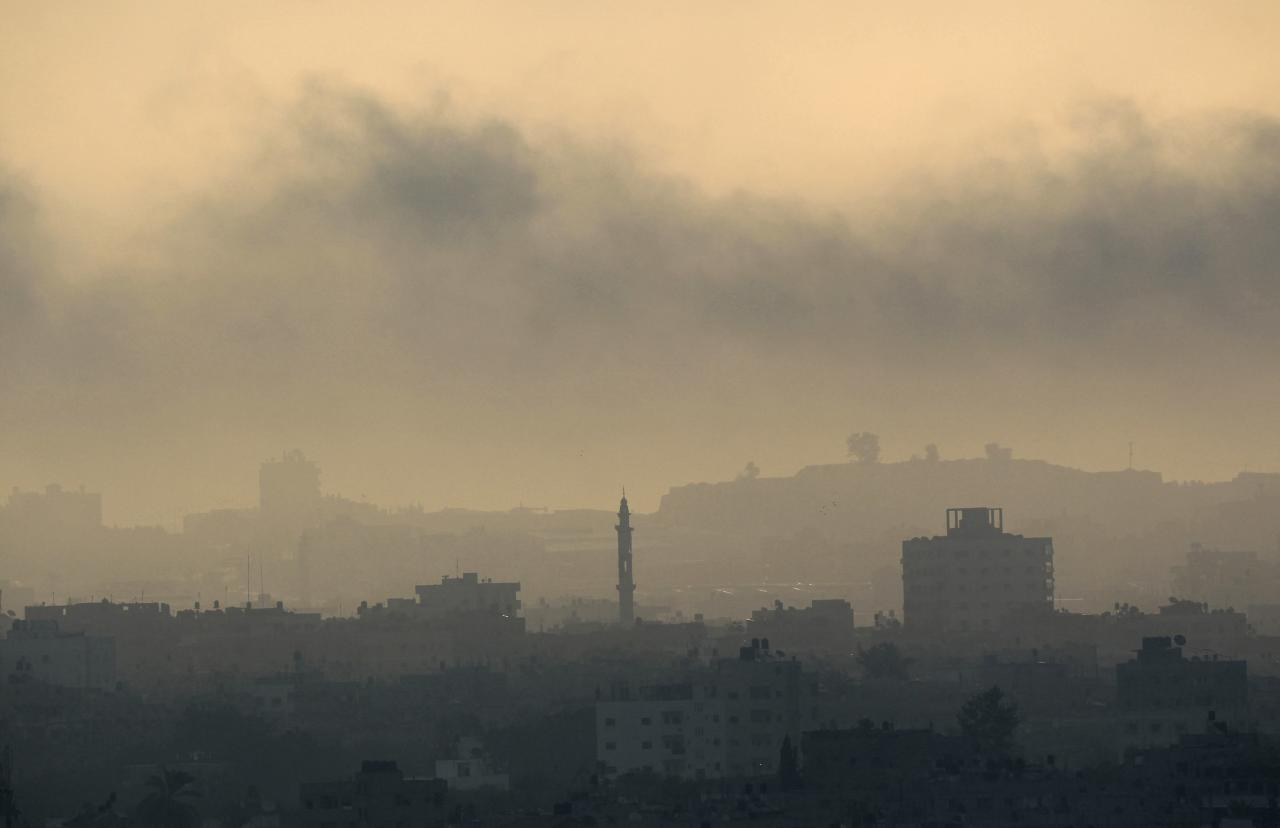 Smoke rises during an Israeli offensive in Gaza August 26, 2014. Israeli air strikes launched before dawn on Tuesday killed two Palestinians and destroyed much of one of Gaza's tallest apartment and office buildings, setting off huge explosions and wounding 20 people, Palestinian health officials said. Israel had no immediate comment on the attacks that took place as Egyptian mediators stepped up efforts to achieve an elusive ceasefire to end seven weeks of fighting. Israel launched an offensive on July 8, with the declared aim of ending rocket fire into its territory. REUTERS/Ahmed Zakot (GAZA - Tags: POLITICS CIVIL UNREST TPX IMAGES OF THE DAY)