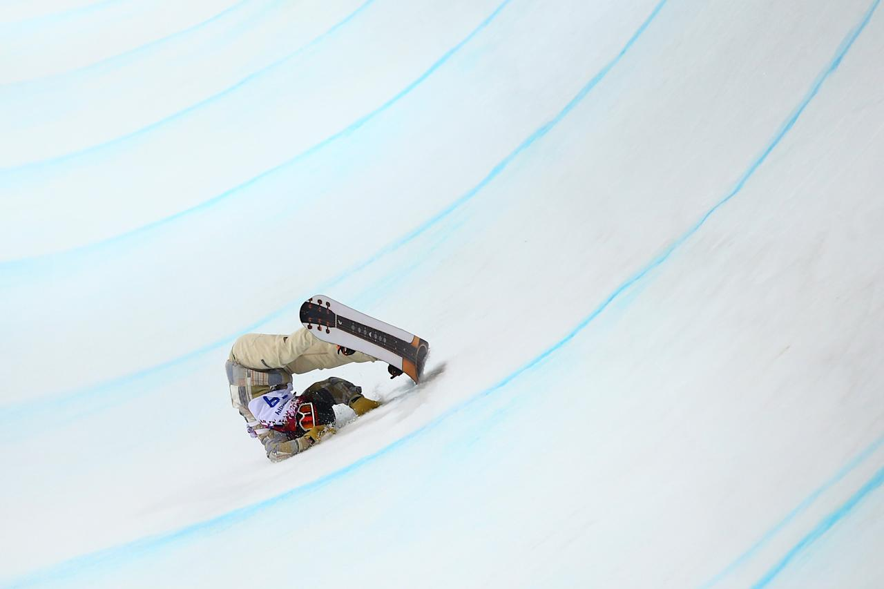 SOCHI, RUSSIA - FEBRUARY 11: Danny Davis of the United States crashes out in the Snowboard Men's Halfpipe Finals on day four of the Sochi 2014 Winter Olympics at Rosa Khutor Extreme Park on February 11, 2014 in Sochi, Russia. (Photo by Al Bello/Getty Images)