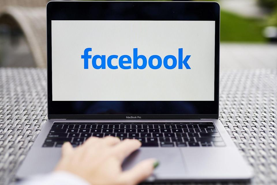 Facebook Posts Sales Jump on Ad Revival, Sees 'Uncertainty'