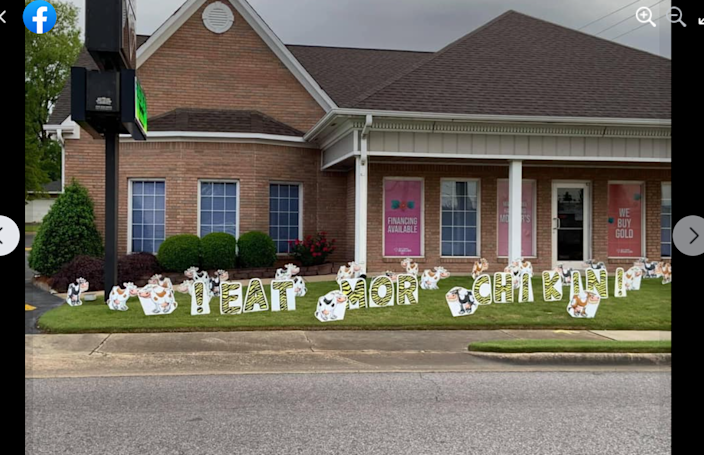 Last News Chick-fil-A and a jewelry store have a fun 'war of the signs' and their Alabama town loves it