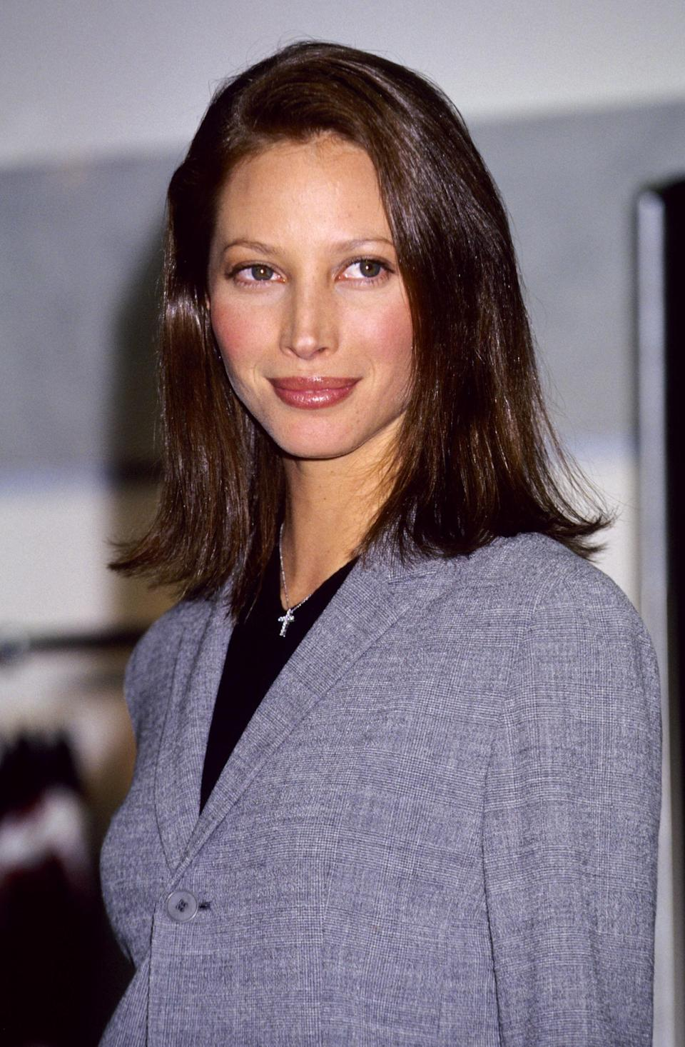 <p>Christy Turlington is the epitome of the 90s at this Calvin Klein advert launch, wearing plain grey and black</p>