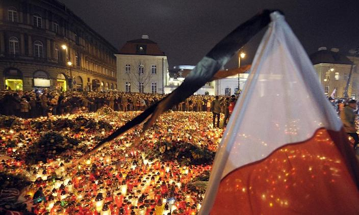 Crowds gather in front of the presidential palace in Warsaw on April 10, 2010 after an aircraft crash near Smolensk airport in western Russia that killed 96 people including then president Lech Kaczynski (AFP Photo/Janek Skarzynski)