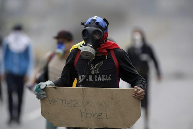 """<p>A demonstrator holds a sign that reads in Spanish """"Free Venezuela,"""" during a national sit-in against President Nicolas Maduro, in Caracas, Venezuela, Monday, May 15, 2017. (AP Photo/Fernando Llano) </p>"""