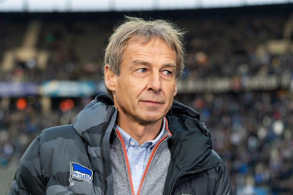BERLIN, GERMANY - NOVEMBER 30: head coach Juergen Klinsmann of Hertha BSC Berlin looks on during the Bundesliga match between Hertha BSC and Borussia Dortmund at Olympiastadion on November 30, 2019 in Berlin, Germany. (Photo by TF-Images/Getty Images)