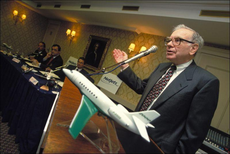Warren Buffett In Paris, France On April 14, 1999. (Photo by Etienne DE MALGLAIVE/Gamma-Rapho via Getty Images)