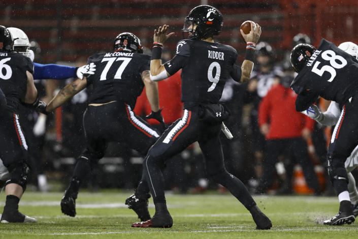 Cincinnati quarterback Desmond Ridder throws a pass during the first half of the American Athletic Conference championship NCAA college football game against Tulsa, Saturday, Dec. 19, 2020, in Cincinnati. (AP Photo/Aaron Doster)