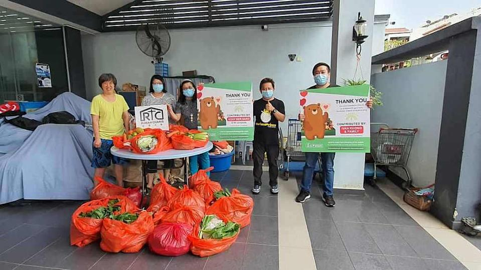 Sumo Eleven and e-Petani representatives distributing packs of daily essentials to Rumah Charis in Kuala Lumpur. — Picture courtesy of Erik Ong