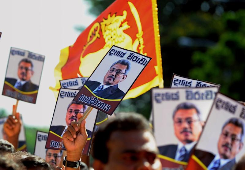 Sri Lankan supporters of former president Mahinda Rajapakse take part in a protest outside the Commission to Investigate Allegations of Bribery or Corruption department Colombo on April 23, 2015 (AFP Photo/Ishara S.Kodikara)