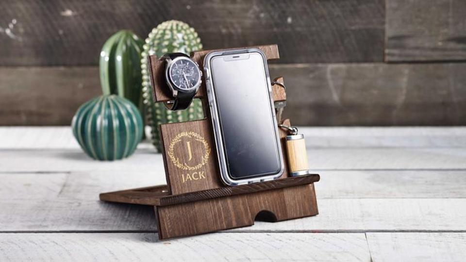 Personalize wood phone stand. (Image via Etsy)