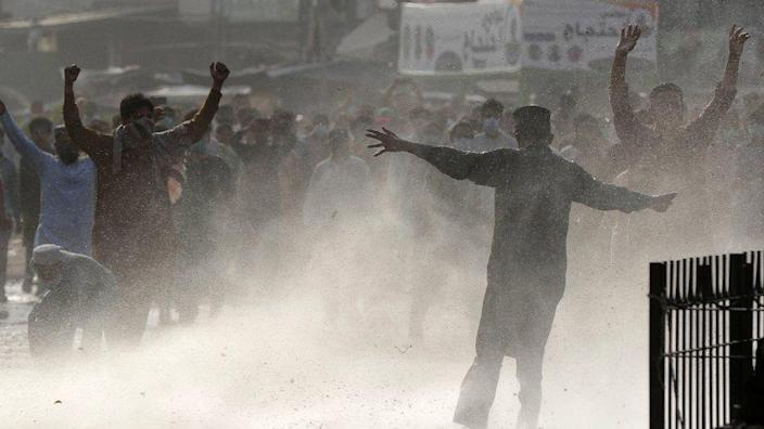 Police clash with supporters of Islamic party Tehreek-e-Labbaik Pakistan (TLP)