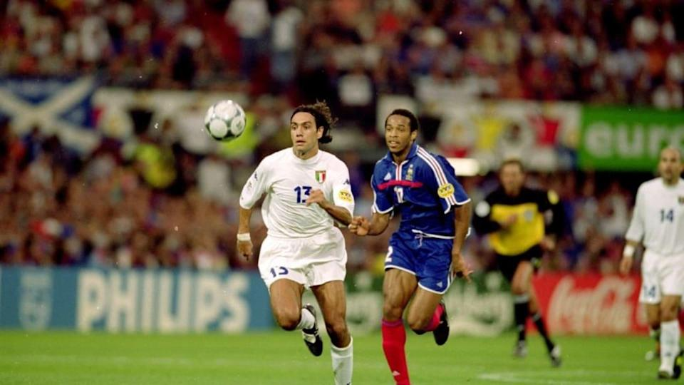 Alessandro Nesta in contrasto con Thierry Henry   Graham Chadwick/Getty Images