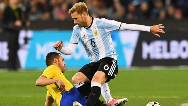 <p>Argentina midfielder Biglia suffers 'severe' back injury in Milan defeat</p>